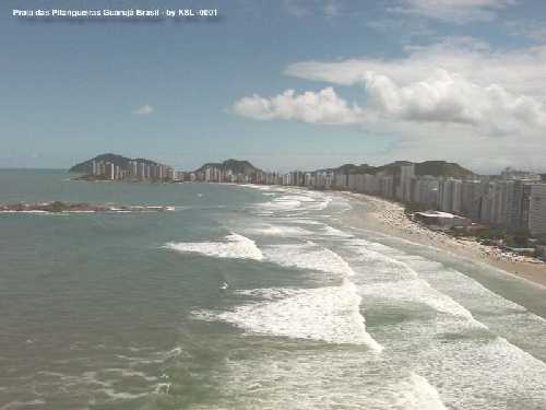 Guaruj�'s beach - not my picture, but scoffed off of http://www.centraldotempo.com/, a tourist guide online (in Portuguse).